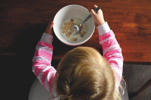 Jak skutecznie zniechęcić małe dziecko do jedzenia.