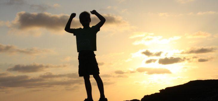 Jak wspierać syna w budowaniu jego poczucia wartości.